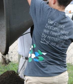 Herman Miller employee volunteers on Women's Service Day